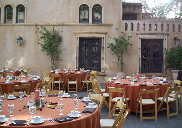 Tlaquepaque - Sedona red linens with natural wood chairs