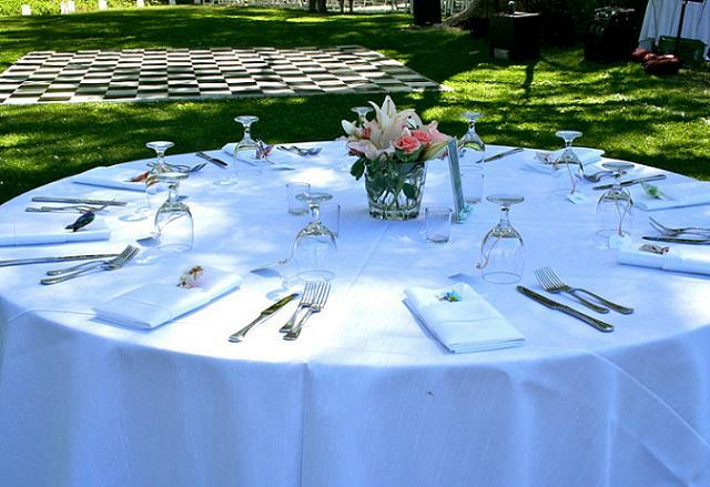 table setting w dance floor